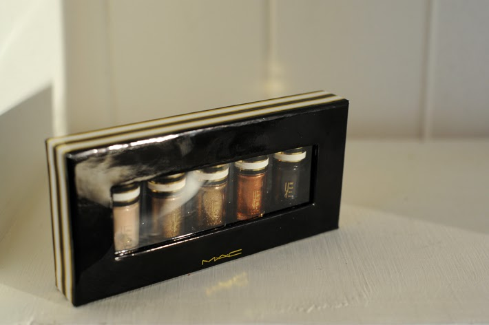 MAC Cosmetics Nocturnals Holiday Collection: Black and Gold Pigment and Glitter Set