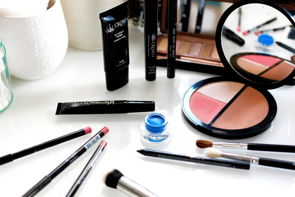 Beauty blogger and make-up artist reviews the Crownbrush UK New Make-up Collection