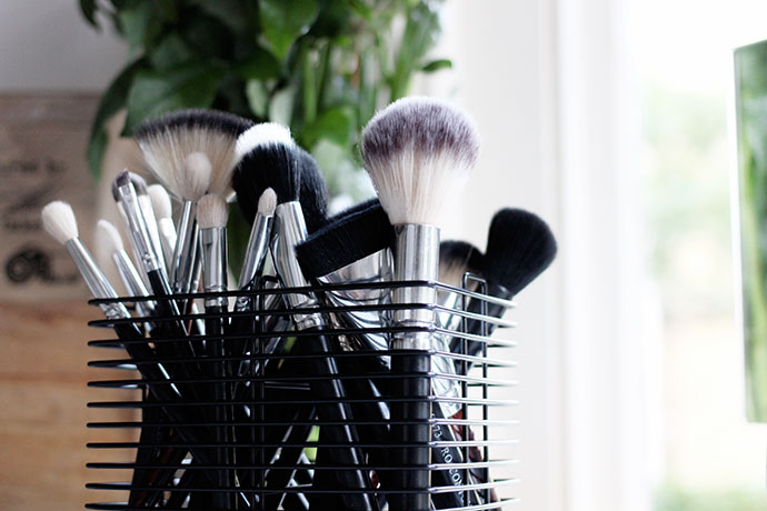 Beauty blogger Zoe Newlove writes about her personal make-up brush collection featuring Crownbrush UK, Inika Cosmetics and M.A.C Cosmetics.