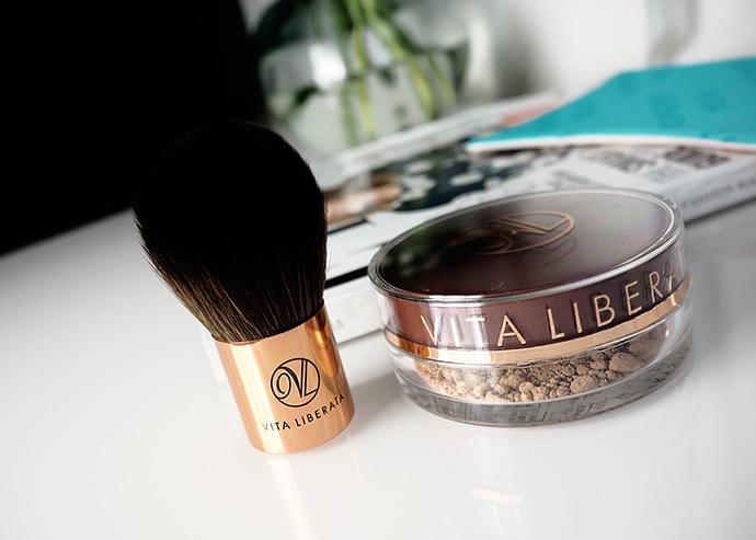 Beauty blogger Zoe Newlove reviews Vita Liberata pHenomenal 2-3 week tan and Trystal Self Tanning Bronzer.