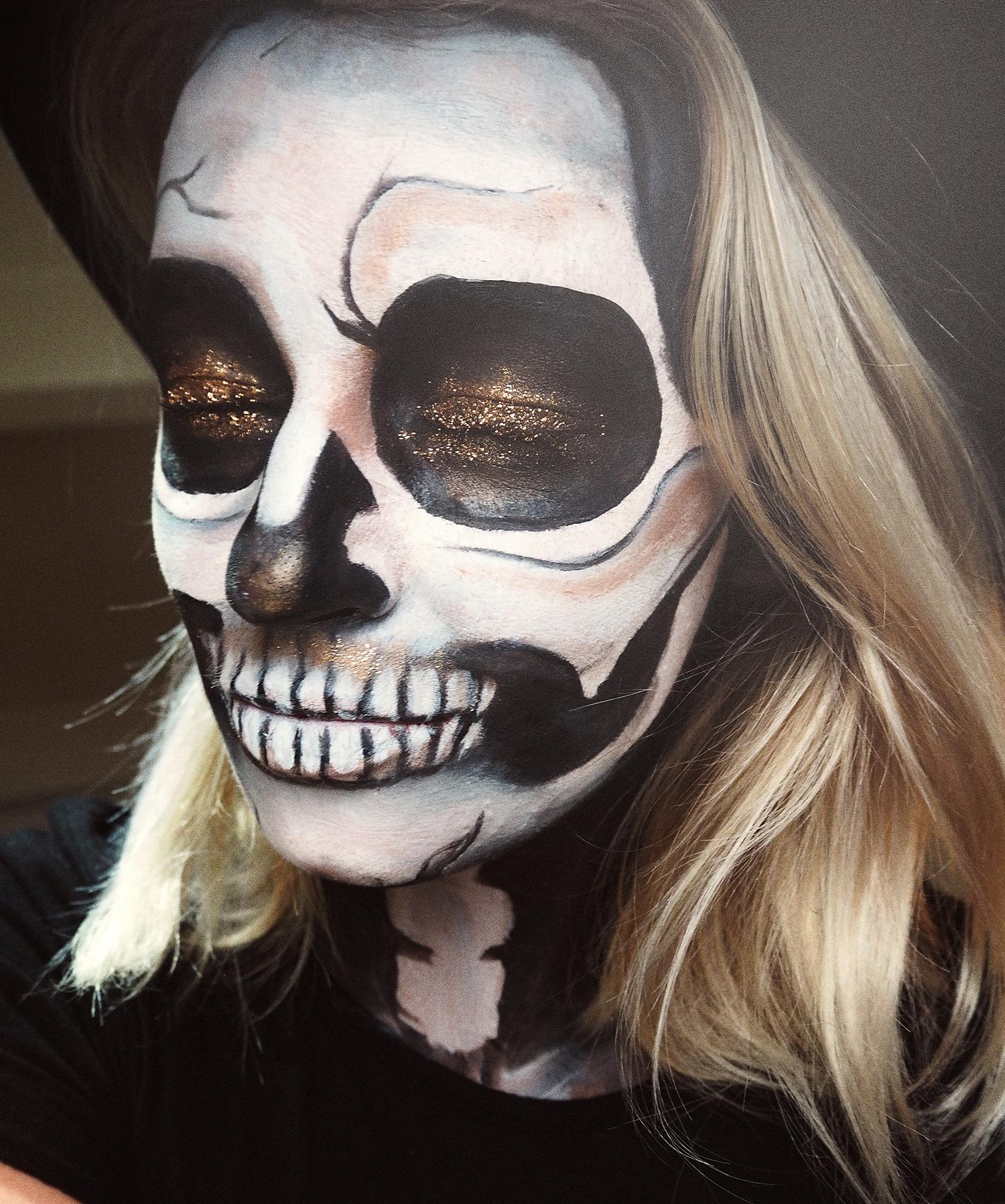 glitter-skull-halloween-simple-makeup-tutorial-zoe-newlove