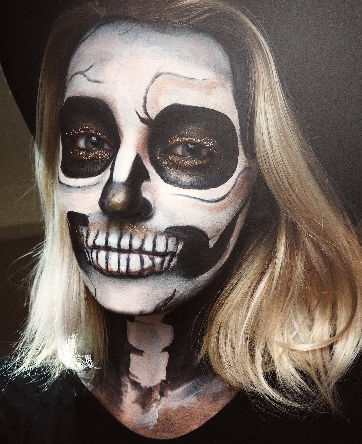 glitter-skull-simple-halloween-makeup-tutorail-zoe-newlove