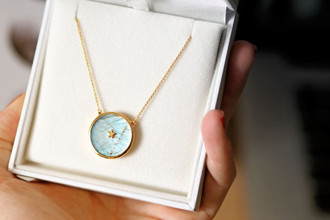 carrie elizabeth jewellery labradorite pendant necklace